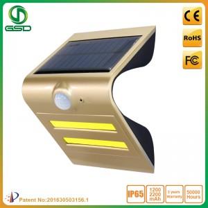 1.5W 태양 광 센서가 벽 조명 황금 LED